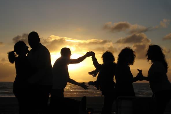 Viajar y bailar salsa en encuentros single