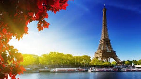 Torre Eiffel con río Sena